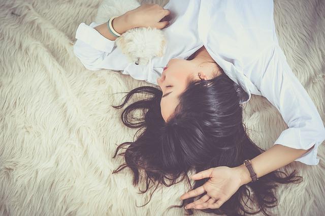 מתעוררים עם תחושת חנק בלילות? אתם כנראה סובלים מהפרעות שינה